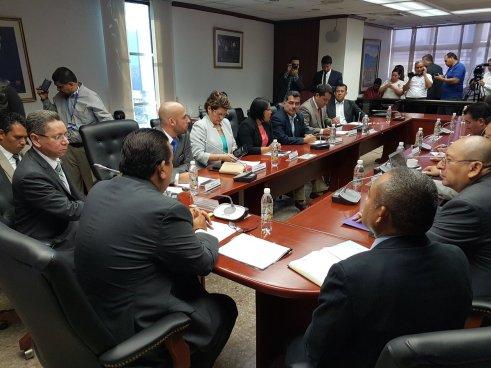 Fiscalía y gobierno discuten reforma a la Ley de Extinción de Dominio