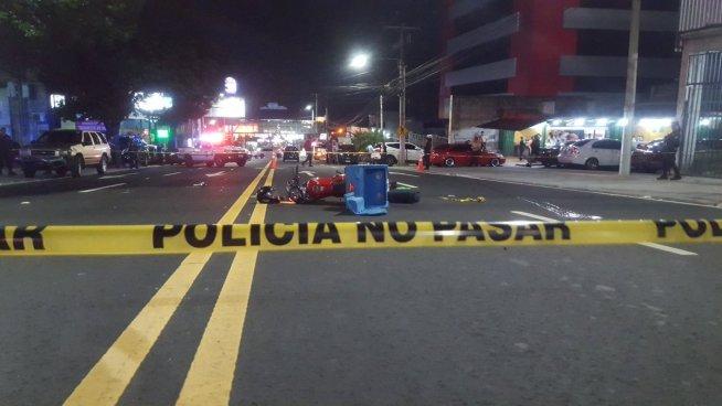 Motociclista repartidor de comida es arrollado en el Paseo General Escalón