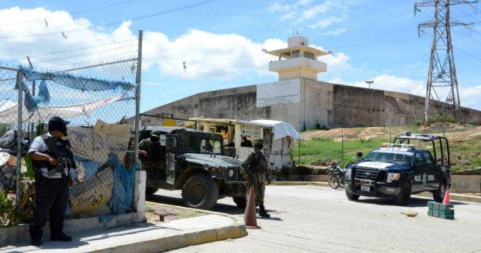 Riña en cárcel de México deja 28 reos muertos y tres más heridos