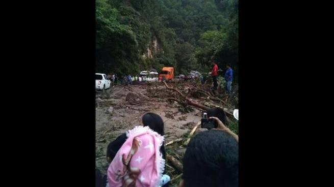 Derrumbe cierra el paso en la carretera Troncal del Norte en Chalatenango