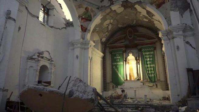 Derrumbe de iglesia en pleno bautizo deja 11 muertos tras el terremoto