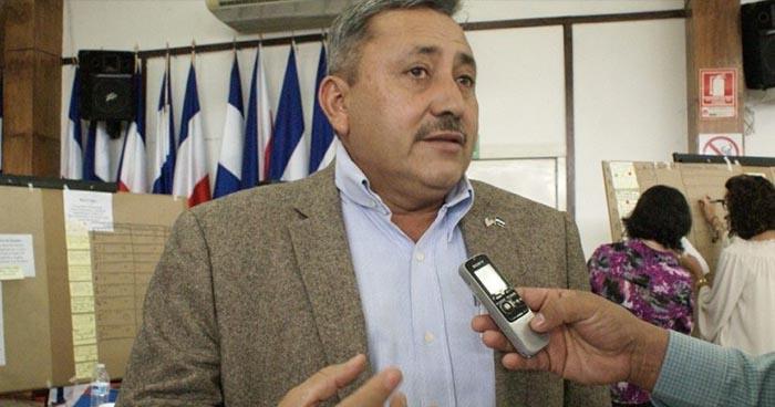 Diputado Carlos Reyes, asegura que pedirá se le descuente los días que estuvo fuera del país