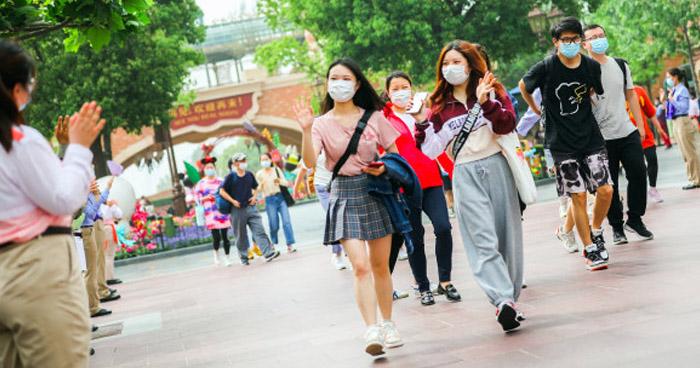 Disneyland Shanghái abre tras meses de confinamiento por el coronavirus — Desescalada