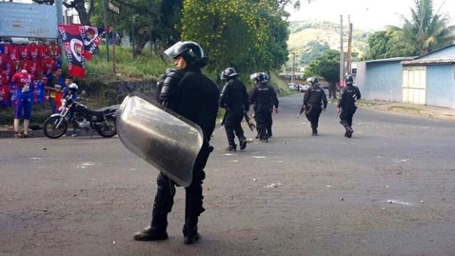 Disturbios en el partido de FAS contra Alianza empañan la jornada de la Liga Nacional