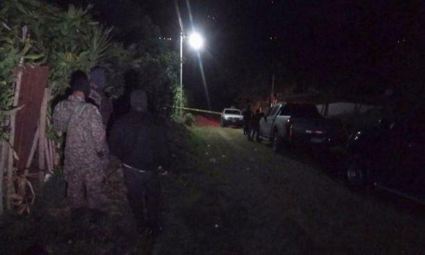 Criminales asesinan a ex soldado junto a su suegra y dejan herida a su esposa en el ataque en Juayua