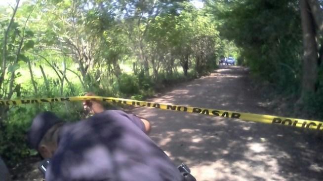 Encuentran dos cadáveres apilados y amarrados en Chapeltique, San Miguel