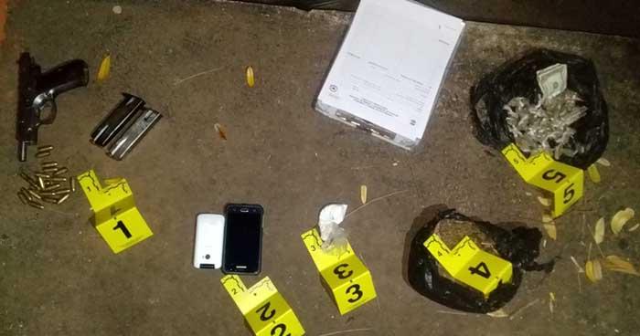 Delincuentes abandonan droga y un arma de fuego al huir de la policía en Usulután