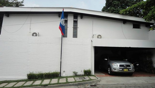 Hallan muerta en una piscina a trabajadora domestica dentro de la embajada de Belice en el país