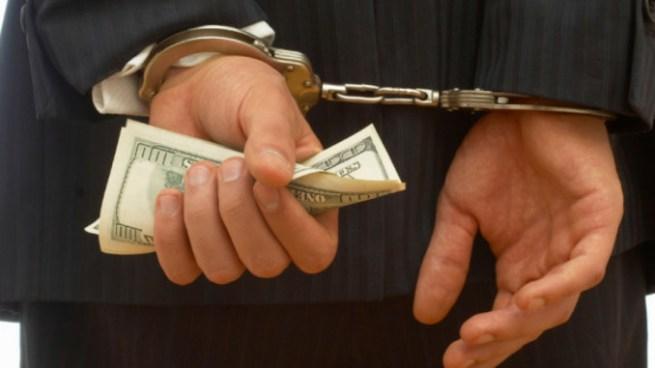 Empleado de casa de préstamo pasara 3 años en prisión por estafa