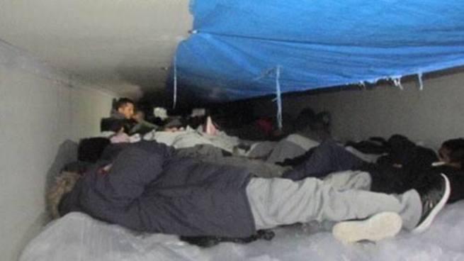 Encuentran a 13 salvadoreños dentro de un camión refrigerante en Texas, Estados Unidos