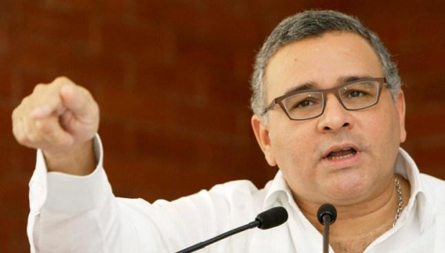 Mauricio Funes hace público el listado de exfucionarios que serán investigados por sobresueldos