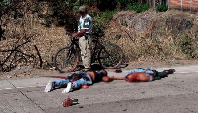 Rastra arrolla y mata a dos hombres que se conducían en una motocicleta en Santa Ana