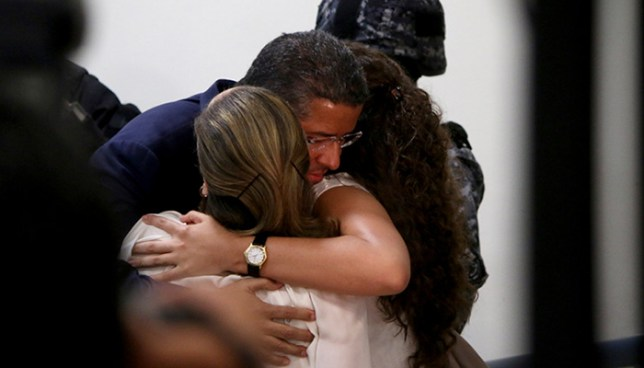 Fiscalía pide a familia del expresidente Flores devuelva $15 millones obtenidos ilícitamente