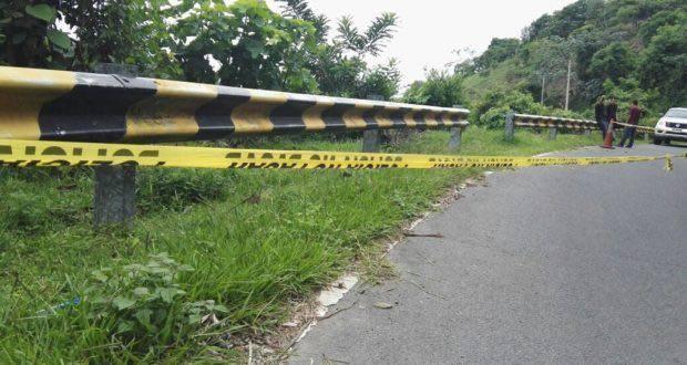 Abandondan el cadáver de una mujer sobre la carretera a San José Guayabal