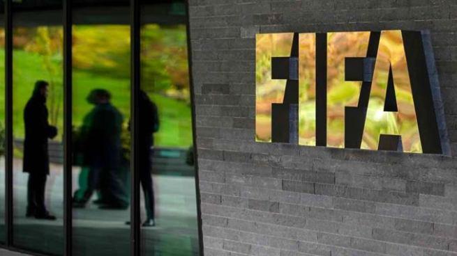 FIFA sanciona de por vida a dirigentes que cobraron sobornos