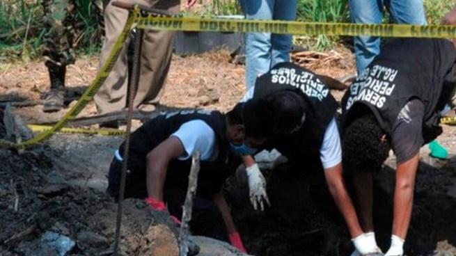 Encuentran 14 cadáveres en una fosa clandestina en México