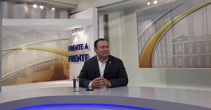Guillermo Gallegos asegura que miembros de ARENA respaldan la candidatura de Nayib Bukele
