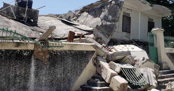 Sube a 304 la cifra de muertos por terremoto de 7.2 en Haití