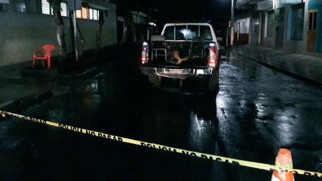 Hombre mata a su madre con un machete y muere tras atacar a agentes de la PNC en Sonsonate