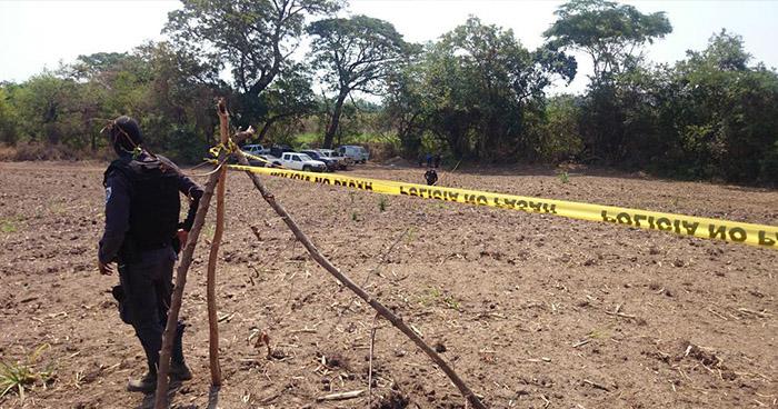 Hallan el cadáver de un pandillero en la entrada de una finca del departamento de La Paz