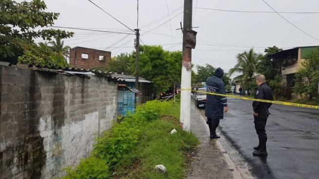 Matan a anciana mientras cuidaba a su bisnieta de 2 años en San Salvador