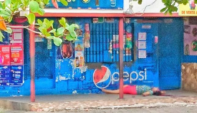 Mujer es asesinada cuando compraba en una tienda de la colonia Ciudad Pacifica de San Miguel