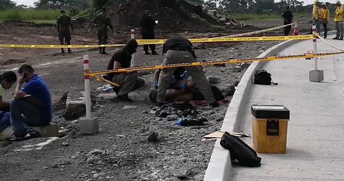 Localizan cadáver con señales de tortura en carretera al Puerto de La Libertad