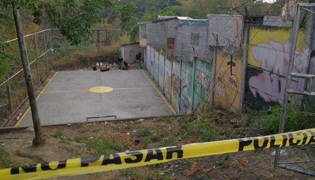 Asesinan a dos hombres cerca de una cancha deportiva en Cuscatancingo