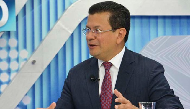 Hugo Martínez afirma que de ser electo presidente ayudaría a extraditar al expresidente Funes