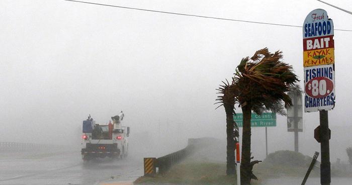 Huracán Florence toca tierra en la costa Este de Estados Unidos