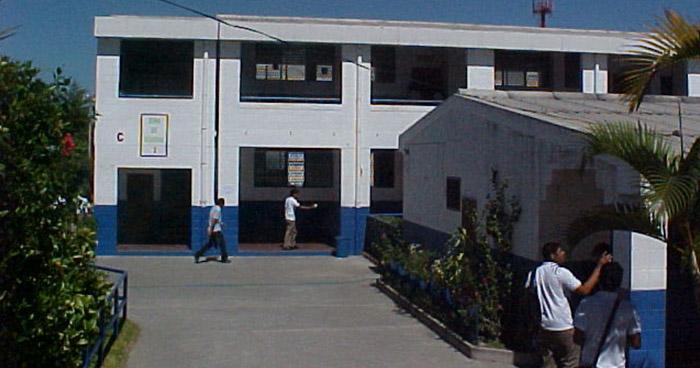 Estudiante de bachillerato fue violada por sus compañeros dentro de un instituto de Antiguo Cuscatlán