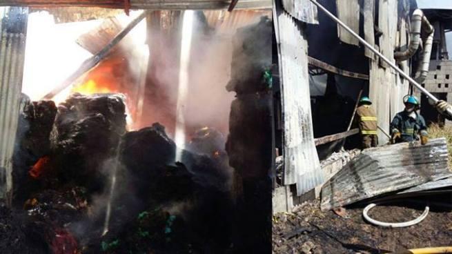 Incendio consume bodega de fabrica de hilos en San Juan Opico