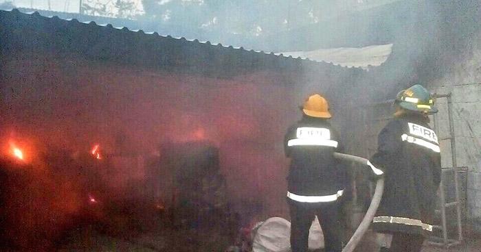 Incendio consume iglesia evangélica en la comunidad Nueva Esperanza de Mejicanos