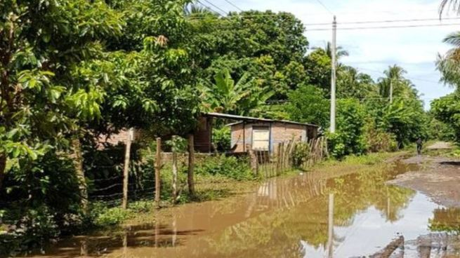 Más de 70 personas albergadas por inundaciones en Acajutla, Sonsonate