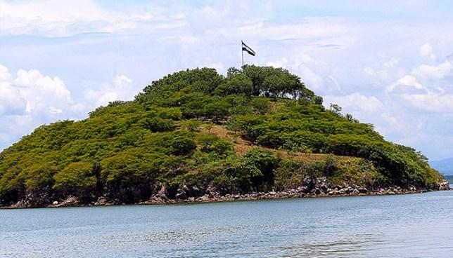 FMLN propone reforma constitucional para reclamar la isla Conejo