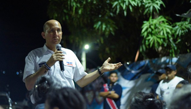 Javier Simán critica a Ernesto Muyshondt por pedir que voten por Guillermo Gallegos