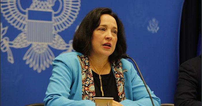 "Embajadora Jean Manes: ""Si van a robar la plata de la gente van a terminar en la cárcel"""