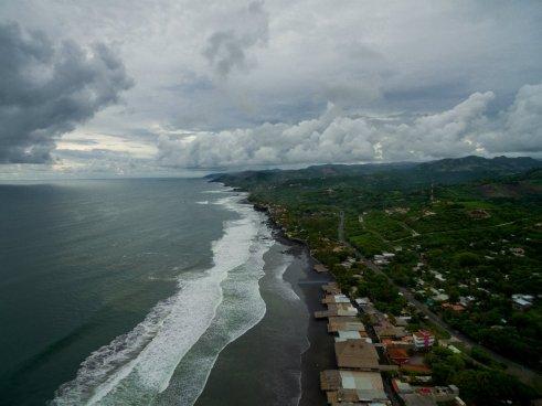 MARN reporta alta presencia de marea roja no tóxica frente a playas de La Libertad
