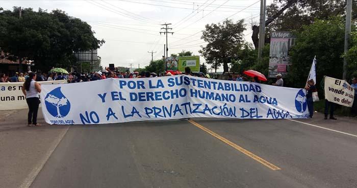 Marcha contra la privatización del agua provoca el cierre de la carretera Troncal del Norte