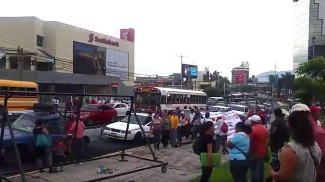 Sindicalistas realizan marcha en rechazo a propuestas de pensiones