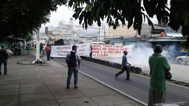 Sindicatos protestan en contra de la Alcaldía de San Salvador