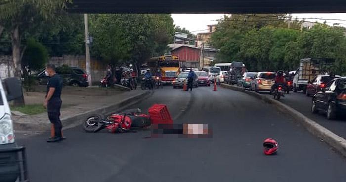 Motociclista pierde la vida al accidentarse en Bulevar Venezuela