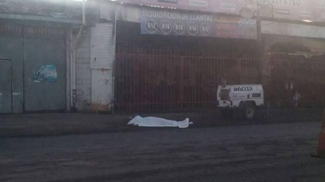 Motociclista muere tras colisionar contra maquinaria pesada en San Miguel