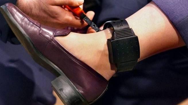 Mujer condenada a 8 años de cárcel sera la primer reclusa en usar un brazalete electrónico en el país