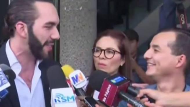 """Esta fue la respuesta que Nayib Bukele le da a un periodista de Genteve por querer """"pasarse de listo"""""""