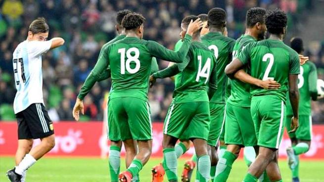 Nigeria sorprende a Argentina y le remonta con goleada