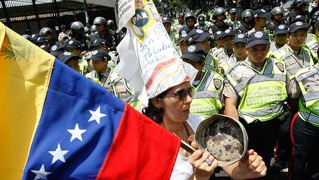 """Oposición venezolana hace """"marcha de las ollas vacías"""" en Maracaibo"""