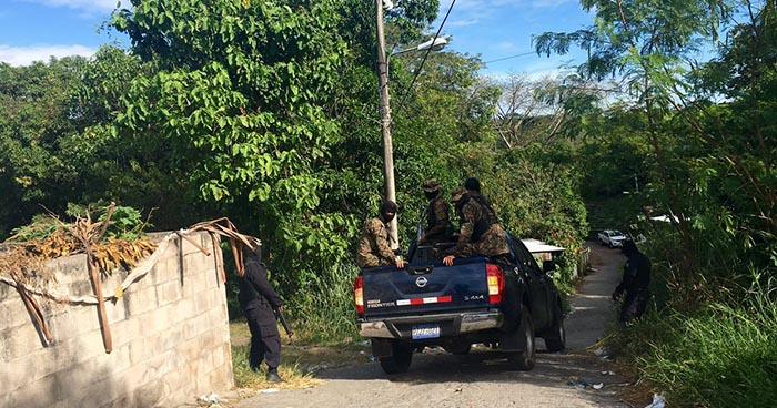 Pandillero lesiona de bala a un agente de la PNC, tras forcejeo en Apopa