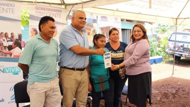 Pandilleros le exigen renta a presidente de FONAVIPO en pleno acto en comunidad de La Unión