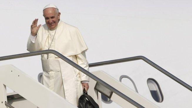 El Papa Francisco ya se encuentra en Colombia